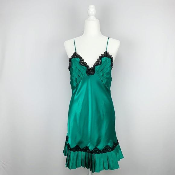Vintage Victoria's Secret Emerald Pleated Slip M